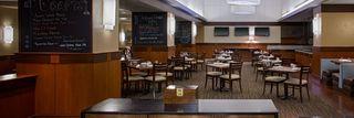 Grand-Hyatt-Denver-Pub-17